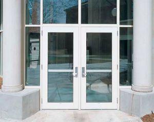 puerta-entrada-edificio-comercial-paneles-vidrio-52158-1960795