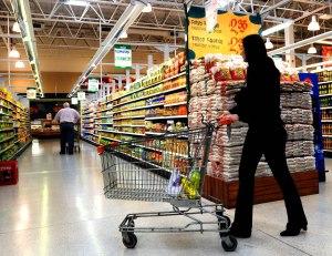 Télam Neuquén 02/10/2008  Las ventas en super e hipermercados ha superado en el pasado mes a los guarismos registrados en otros lugares del pais, cifra inédita en los registros provinciales de las últimas décadas.- Foto: Pepe Delloro/Télam/jcp